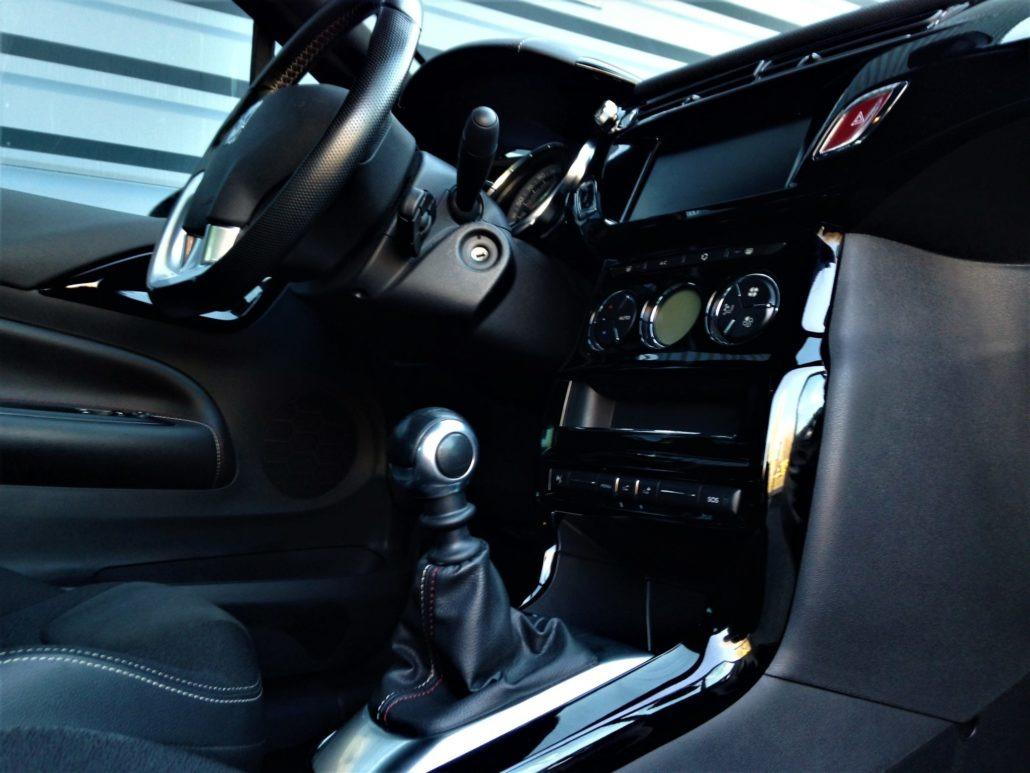 ds automobiles ds3 performance line 1 2l essence 2017. Black Bedroom Furniture Sets. Home Design Ideas